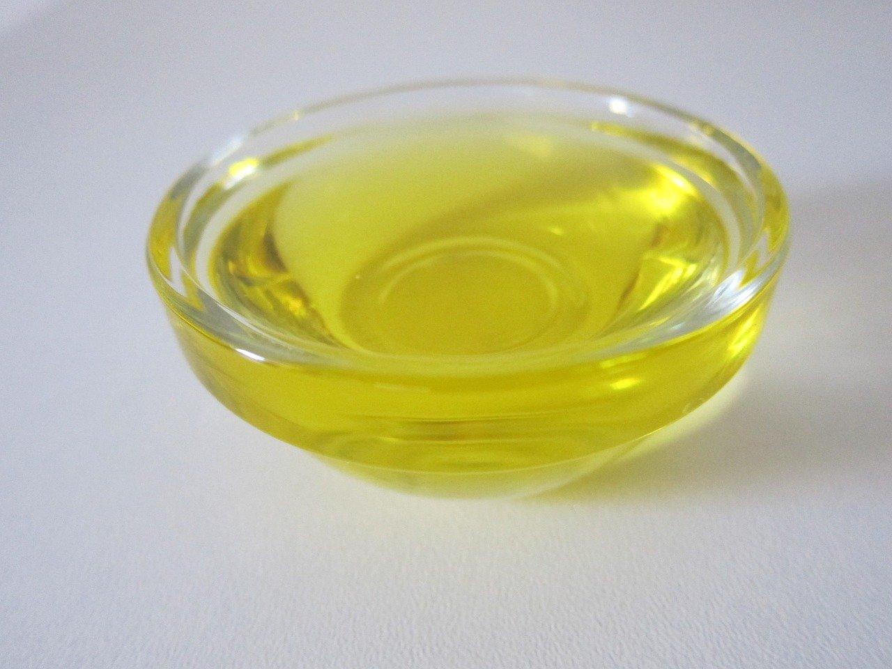 Das Baobab-Öl der Baobab-Frucht hat immer einen solch gelben Farbton.